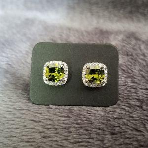 Jewelry - 50% off! Elegant Peridot Earrings